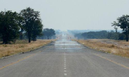 BOTSWANA / - / Daleko za Francistown / Długa droga do Kasane
