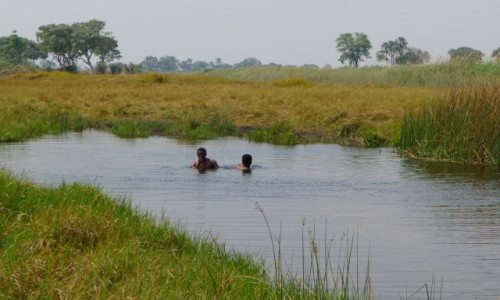 Zdjęcie BOTSWANA / Północna Botswana  / Delta Okawango / Łazienka  miejscowych mieszkańców