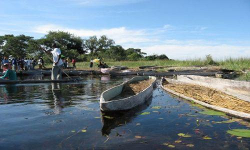 Zdjęcie BOTSWANA / Okawango / delta Okawango / negocjacje przed wypłynięciem