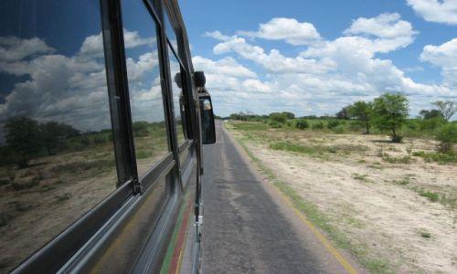 Zdjecie BOTSWANA / okolice Maun / public transport / Drogi w Botswanie są zupełnie przyzwoite