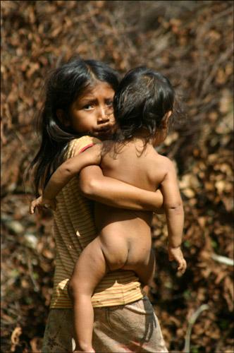 Zdjęcia: Indiańska wioska Acajatuba, Amazonia, starsza siostra, BRAZYLIA