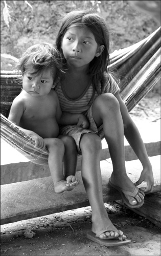 Zdjęcia: Indiańska wioska Acajatuba, Amazonia, patrząc w dal..., BRAZYLIA