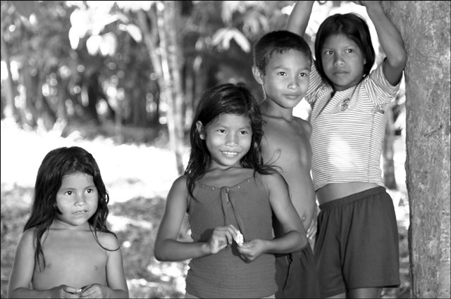 Zdjęcia: Indiańska wioska Acajatuba, Amazonia, młodzi Indianie, BRAZYLIA