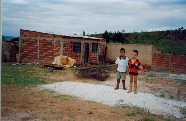 Zdjęcia: Aquas Lindas, -Goias, Ubogie dzieci, BRAZYLIA