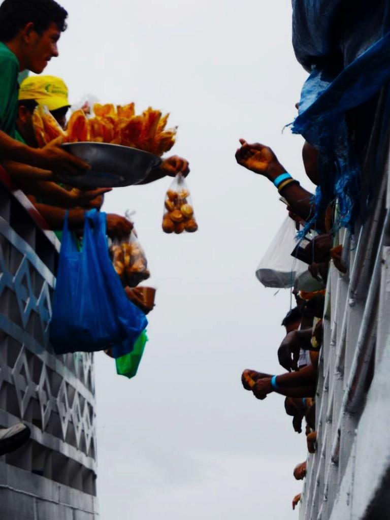 Zdjęcia: Amazonia, Amazonia, handel na barce, BRAZYLIA