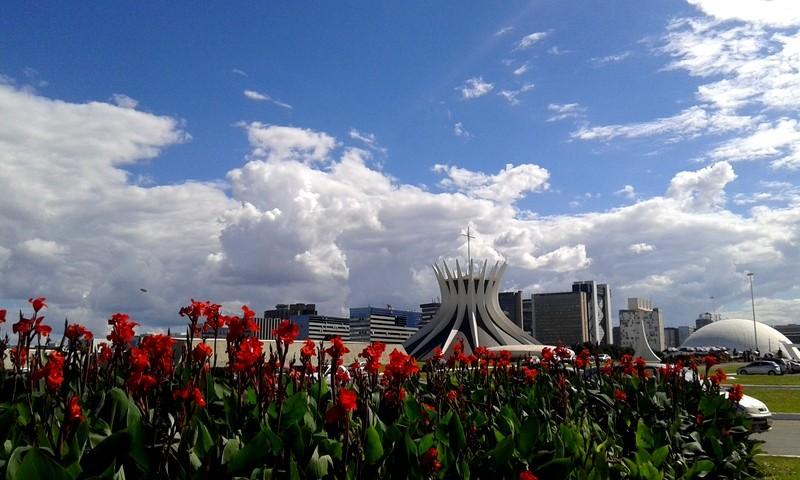 Zdjęcia: Brasília, Dystrykt Federalny, Aleja Ministerstw/katedra NMP z Aparecidy , BRAZYLIA