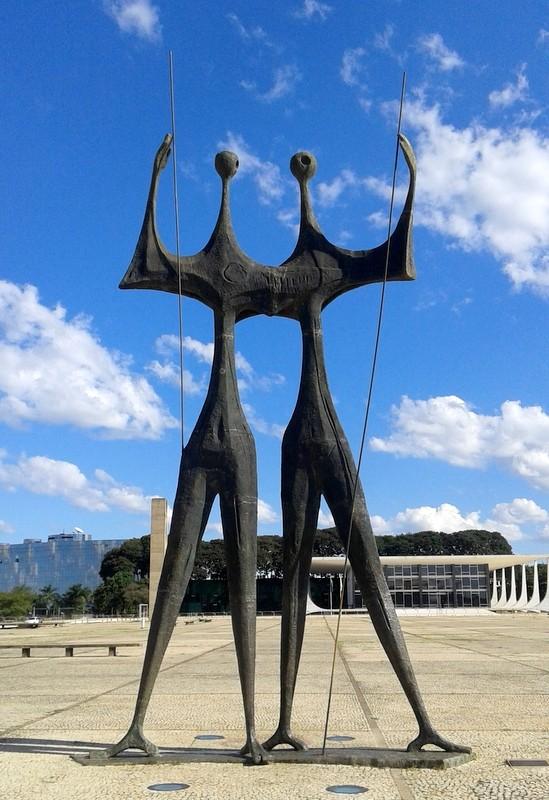 """Zdjęcia: Brasília, Dystrykt Federalny, """"Los Candangos"""" – pomnik poświęcony budowniczym Brasílii, BRAZYLIA"""