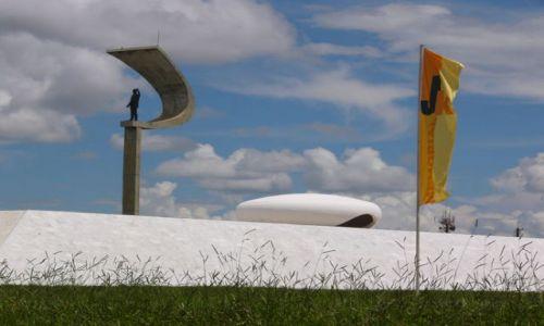 BRAZYLIA / Brasilia / Główna oś miasta / Juscelino Kubitschek - pomnik