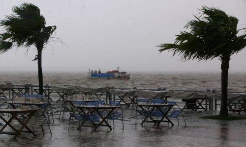 Zdjęcie BRAZYLIA / Belem / Nabrzeże / Ulewa