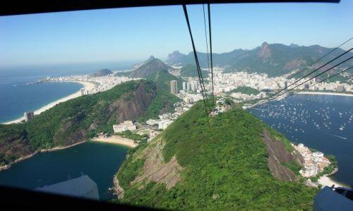 BRAZYLIA / Rio de Janeiro / Widok z kolejki na Glowe Cukru / Rio de Janeiro