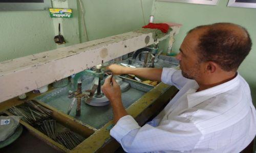 Zdjęcie BRAZYLIA / Minas Gerais / Ouro Preto / Rzemieślnik przy pracy
