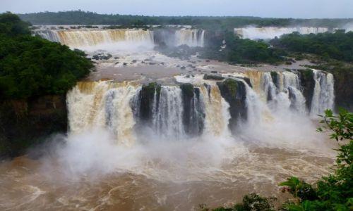 Zdjęcie BRAZYLIA / okolice Foz de Iguazu / Park Narodowy Wodospadów Iguazu / wodospady Iguazu