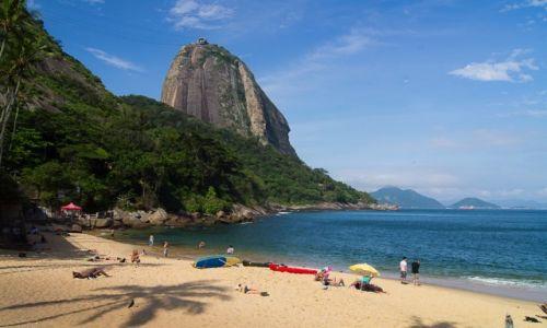 Zdjęcie BRAZYLIA / Rio de Janeiro / Praia Vermelha  / W takim miejscu plażing to wielka przyjemność