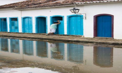 Zdjęcie BRAZYLIA / Costa Verde / Paraty / pogawędka przez drzwi
