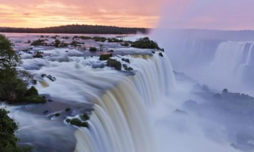 BRAZYLIA / Parana / Foz do Iguacu  / Iguacu o wschodzie słońca