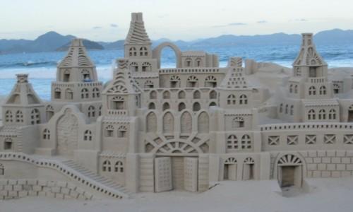 Zdjecie BRAZYLIA / Rio de Janerio / Copacabana  Rio / Zamek z piasku   KONKURS