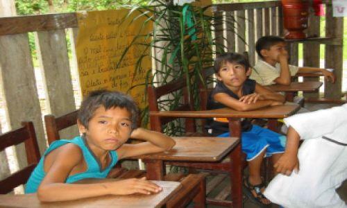 Zdjecie BRAZYLIA / Rio Tapajos / Szkoła im JP II / Szkolna nuda