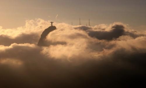 Zdjęcie BRAZYLIA / Rio de Janeiro / Wieczorny widok z Głowy Cukru na Chrystusa Redemptora / Chrystus w niebiosach