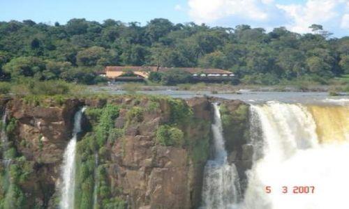 Zdjecie BRAZYLIA / wodospady FOZ DO IGUASU / granica argentynsko brazylijska / wodospady