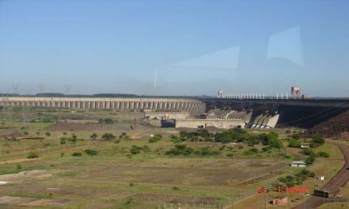 Zdjęcie BRAZYLIA / Parana / na granicy Brazylii i Paragwaju / skąd Brazylia czerpie prąd?
