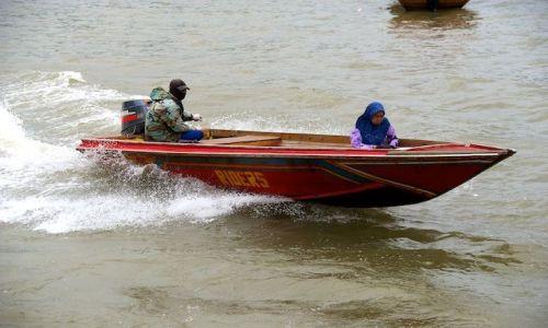 Zdjecie BRUNEI / - / Bandar Seri Begawan / Taksowka w miescie na wodzie (Brunei)