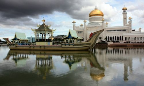 BRUNEI / Borneo / Bandar Seri Begawan / Meczet Sułtana Omara Ali Saifuddina