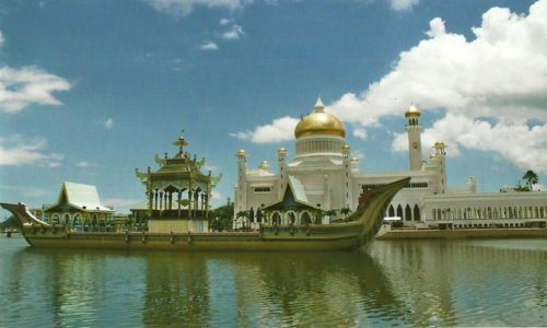 BRUNEI / Capital / Bandar Seri Begawan / Meczet Omar Ali Saifuddien