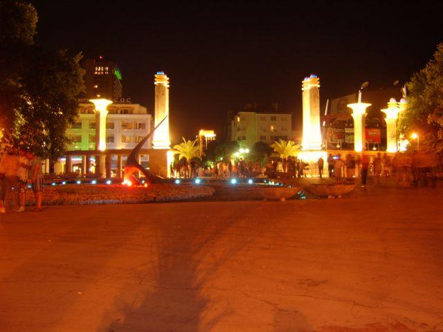 Zdjęcia: Wejście do miasta z plaży miejskiej, Varna, Varna nocą, BUłGARIA
