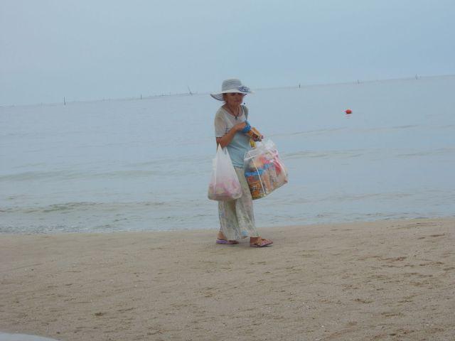 Zdjęcia: Morze Czarne, Warna, Kobieta na plaży, BUłGARIA