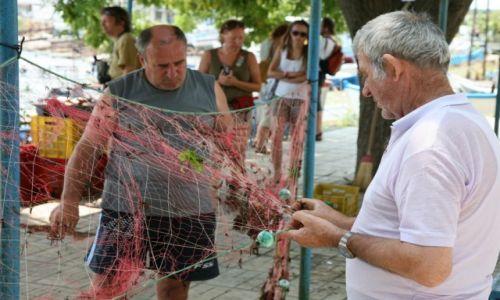 Zdjęcie BUłGARIA / Achtopol / Port rybacki / Przed połowem