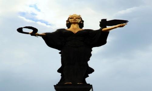 Zdjęcie BUłGARIA / Sofia / Podujane / Statua świętej Sofii