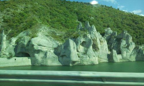 Zdjęcie BUłGARIA / gdzieś / z okna samochodu / cuda natury