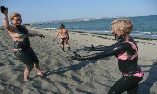 BUłGARIA / gdzieś / dzika plaża z błotkiem / spa na plaży