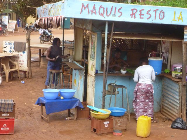Zdjęcia: Ouagadougou, Lokalna garkuchnia., BURKINA FASO