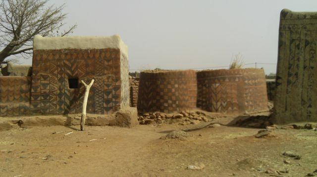 Zdjęcia: Tiebele, Po, Tradycyjne malunki naścienne we wsi animistów, BURKINA FASO