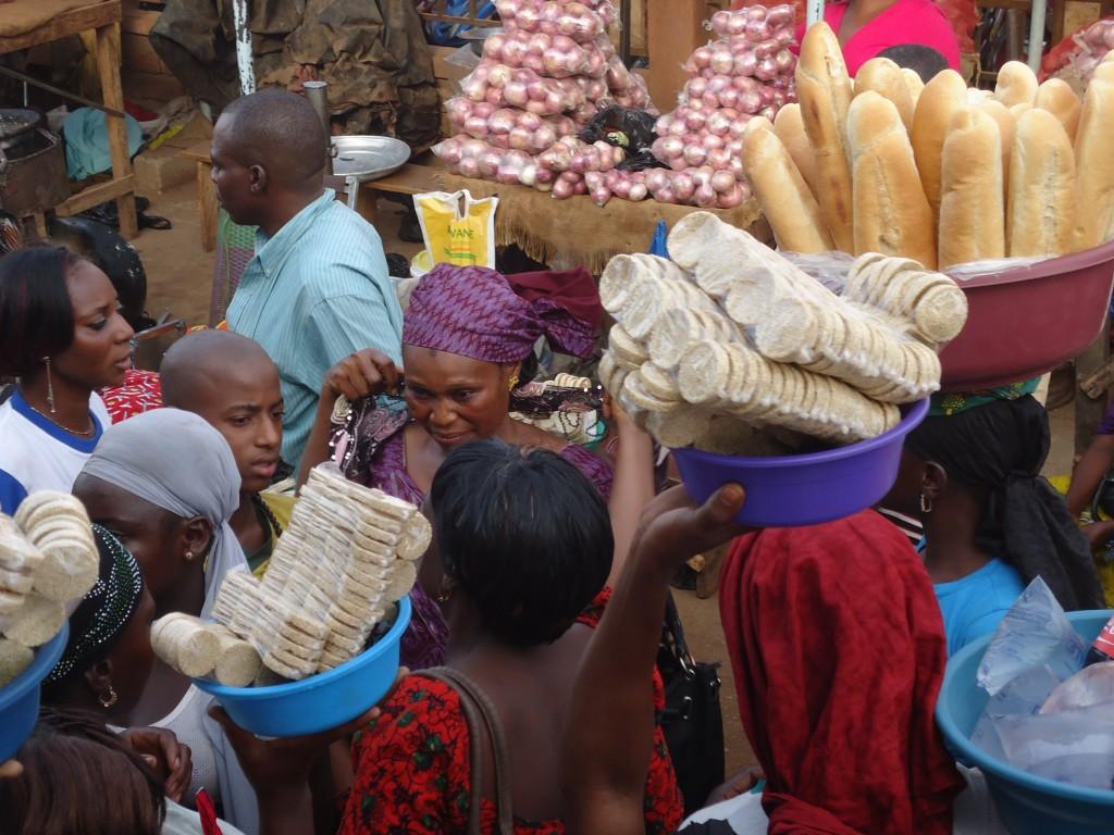 Zdjęcia: Boromo, Boucle du Mouhoun, Sprzedaż obnośna ..., BURKINA FASO