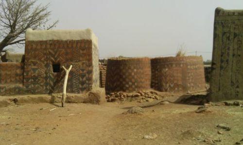 BURKINA FASO / Po / Tiebele / Tradycyjne malunki naścienne we wsi animistów
