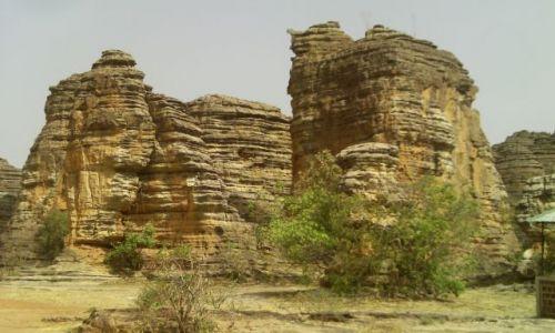 BURKINA FASO / BANFORA / . / formacje skalne z dołu