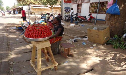 Zdjęcie BURKINA FASO / Kadiogo / Ouagadougou / Na ulicy
