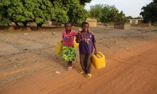 Zdjęcie BURKINA FASO / Poni / Loropeni / Po wodę