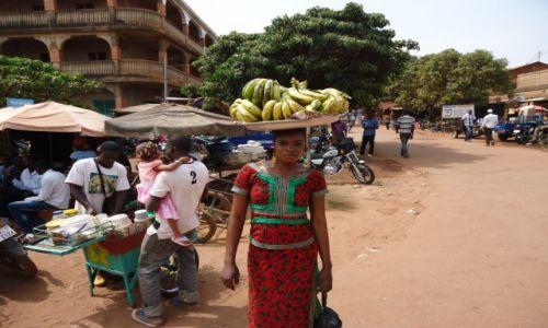 Zdjęcie BURKINA FASO / Houet / Bobo - Diulasso / Na targu w Bobo