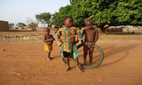 Zdjecie BURKINA FASO / Nahouri / Tiebele / Dzieci w Tiebele
