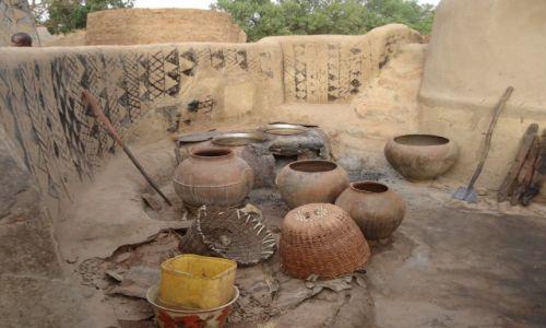 Zdjęcie BURKINA FASO / Nahouri / Tiebele / Kolorowe domy (2)