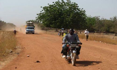 Zdjęcie BURKINA FASO / - / okolice PO / droga do TIEBELE