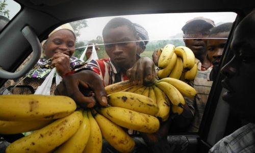 Zdjęcie BURUNDI / Burundi / Burundi / Zakupy w drodze