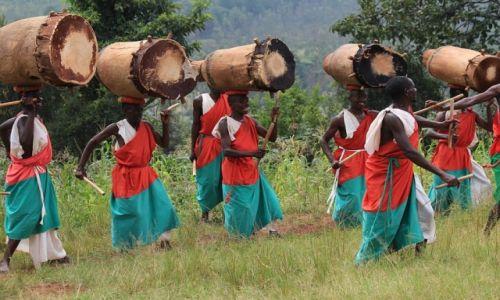 Zdjęcie BURUNDI / Burundi / Burundi / Gishora - występ tamburyniarzy
