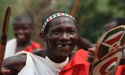 Zdjęcie BURUNDI / Burundi / Burundi / Uśmiech tancerza