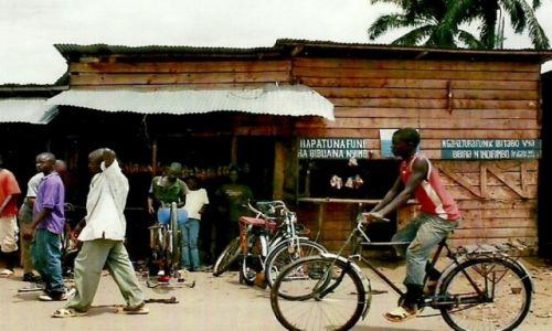 Zdjęcie BURUNDI / Płd. Burundi / Droga Bujumbura-Makamba / Rowerzysta
