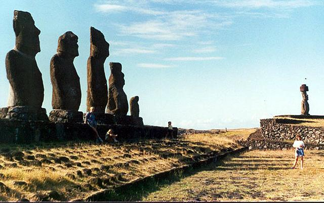 Zdjęcia: moaie w poblizu Hanga Roa, Rapa Nui, Ahu Tahai, CHILE