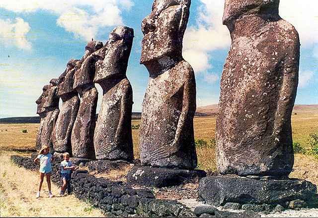 Zdjęcia: Ahu Akivi, Rapa Nui, jedyne moaie co patrza na morze, CHILE